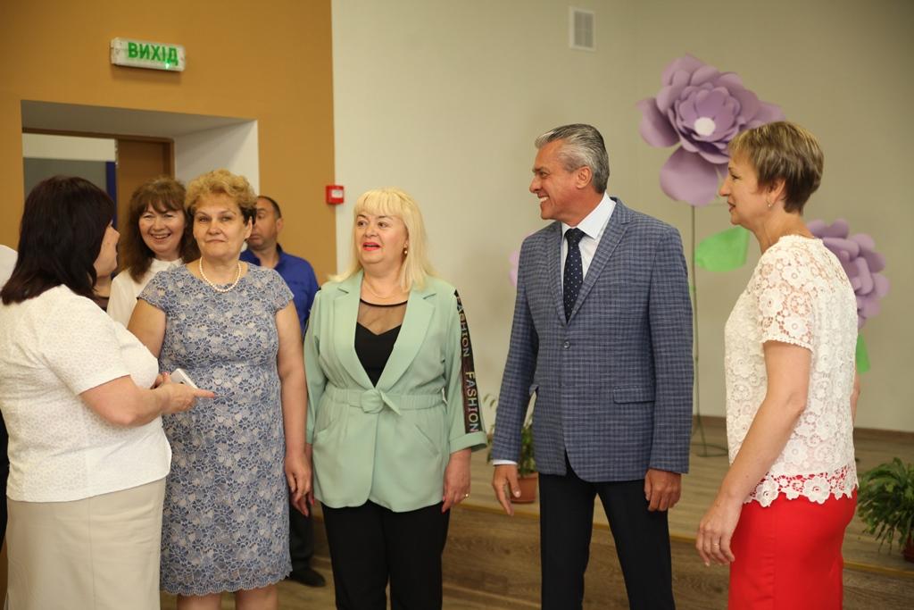 Нині Дніпропетровська ОДА реконструює понад 30 шкіл області