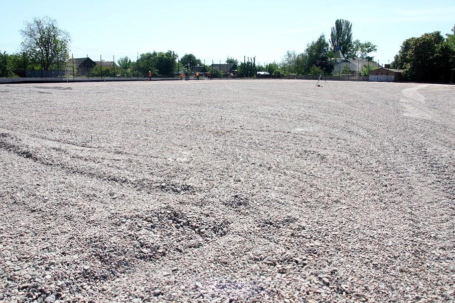 Там облаштують поле зі штучним покриттям