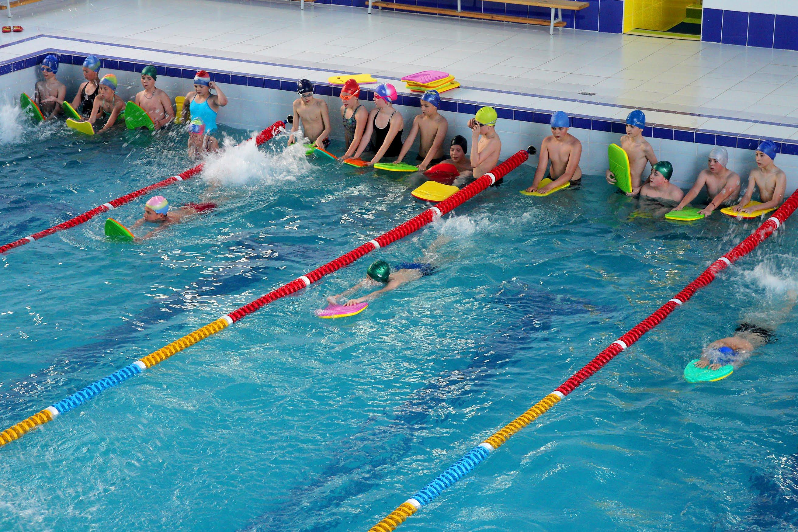 Для дітей – великий 25-метровий басейн на 4 доріжки