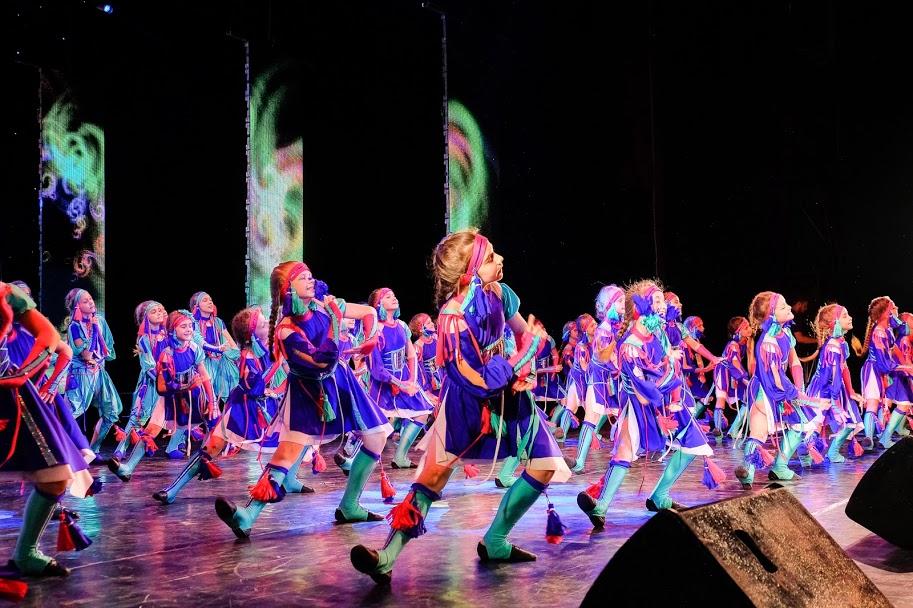 Естрадно-спортивний танець виконали учасники ансамбля «Сюрприз» із Дніпра