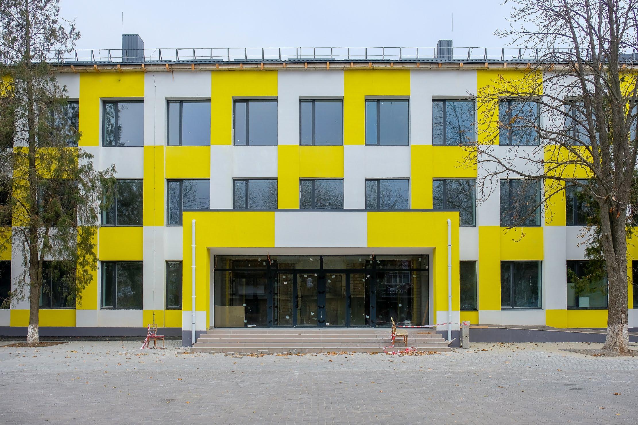 У середмісті Покрова оновлюють школу №1.