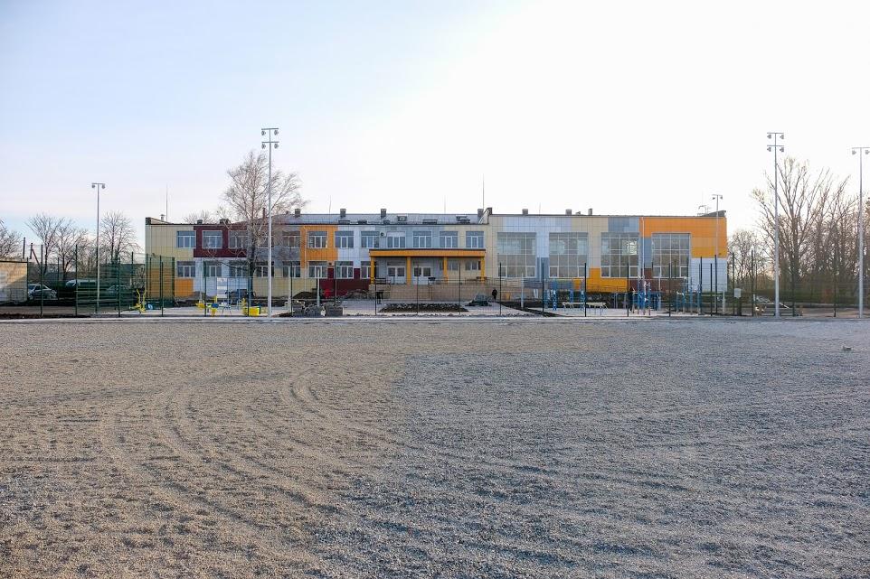 Дніпропетровська облдержадміністрація реконструює пришкільний стадіон в Межовій