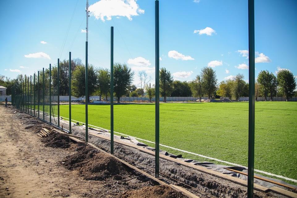 В Петриківці реконструюють пришкільний стадіон
