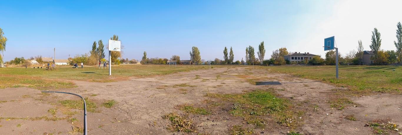 Реконструюють і шкільний стадіон