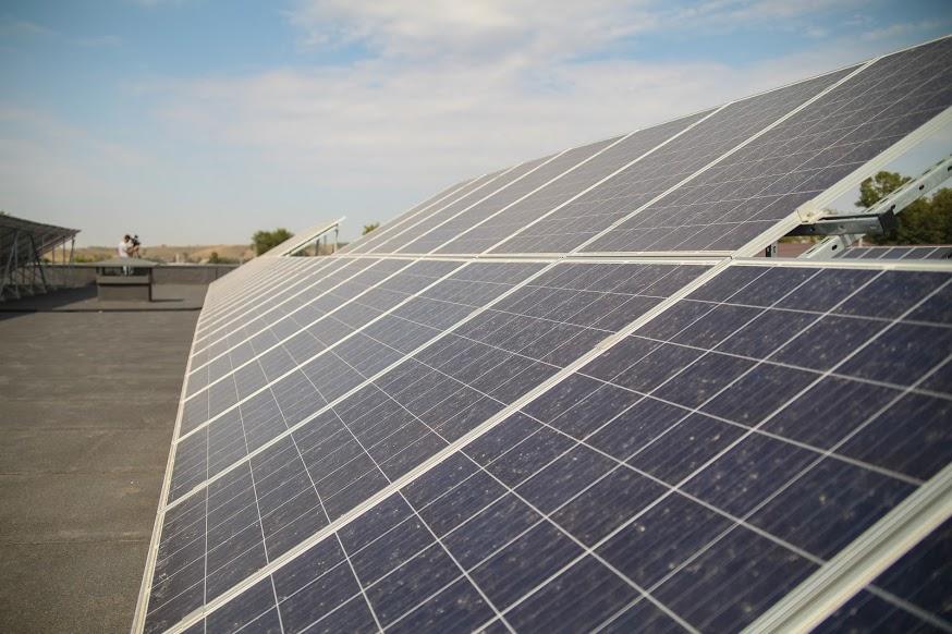 на даху – сонячні панелі