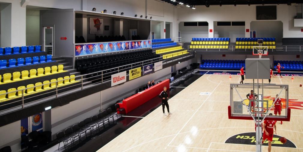 Баскетбольна зала перетворюється на тенісний корт